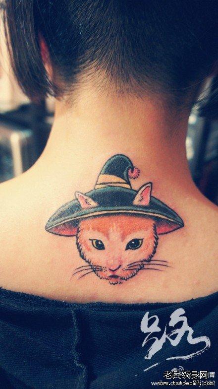女生后脖子唯美可爱的猫咪纹身图案