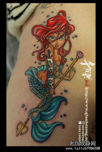 一款漂亮时尚的卡通美人鱼纹身图案