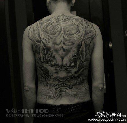 后背很酷经典的满背龙纹身图案图片