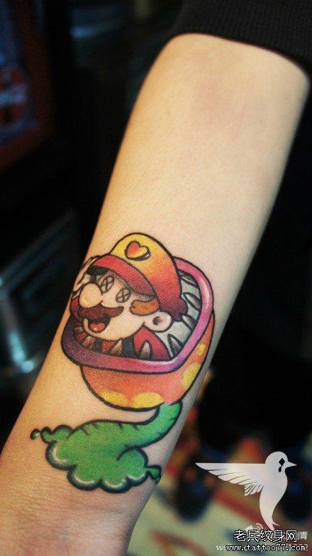 手腕一款超级玛丽纹身图案