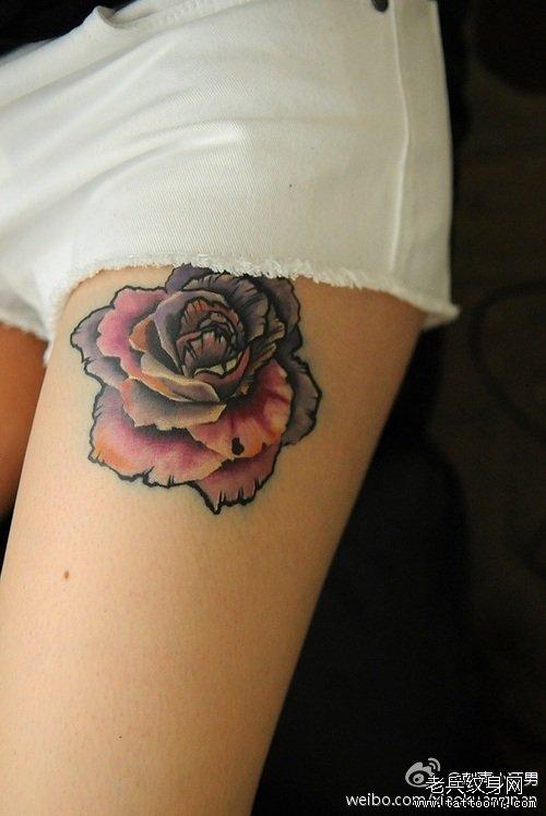 美女腿部漂亮好看的玫瑰花纹身图案