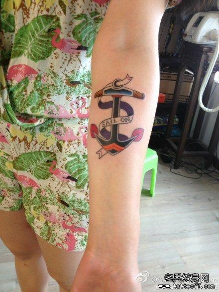 女生手臂唯美好看的船锚纹身图案