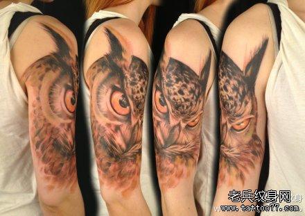 手臂经典很帅的一款猫头鹰纹身图案