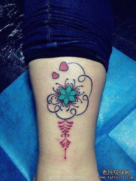 潮流好看的一款女生腿部图腾纹身图案图片