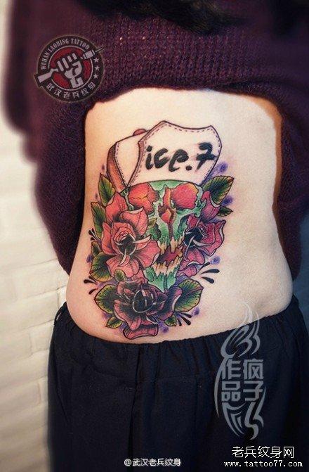 后腰school骷髅玫瑰花纹身作品遮盖旧字母纹身图案