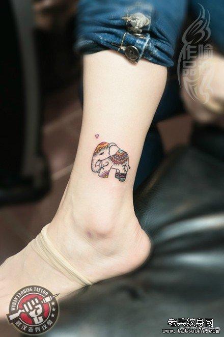 一款适合女生脚踝的可爱小象纹身作品