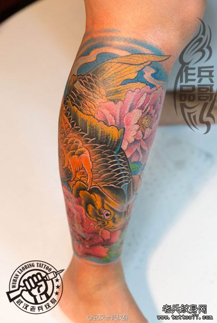 超漂亮的小时花腿鲤鱼莲花纹身作图片