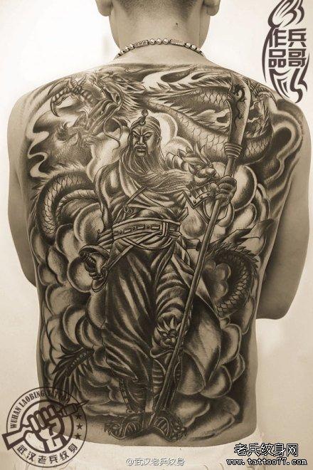 信义为本的满背关公降龙纹身作品图片