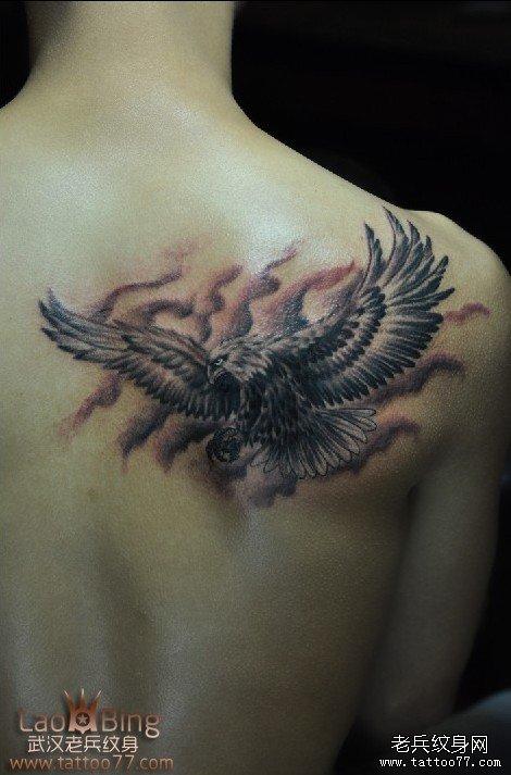 老鹰纹身图案及象征寓意