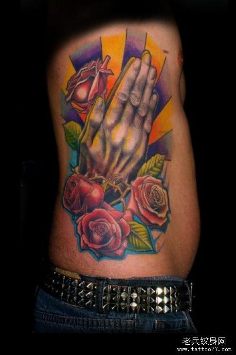 外国头像 男生双手祈祷纹身