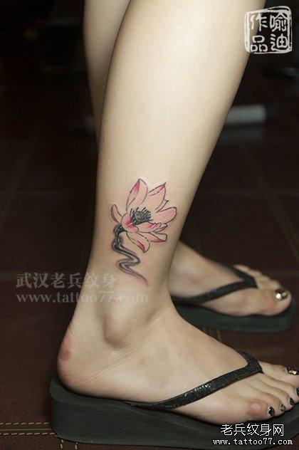 脚踝情侣水墨莲花纹身图案作品及含义图片