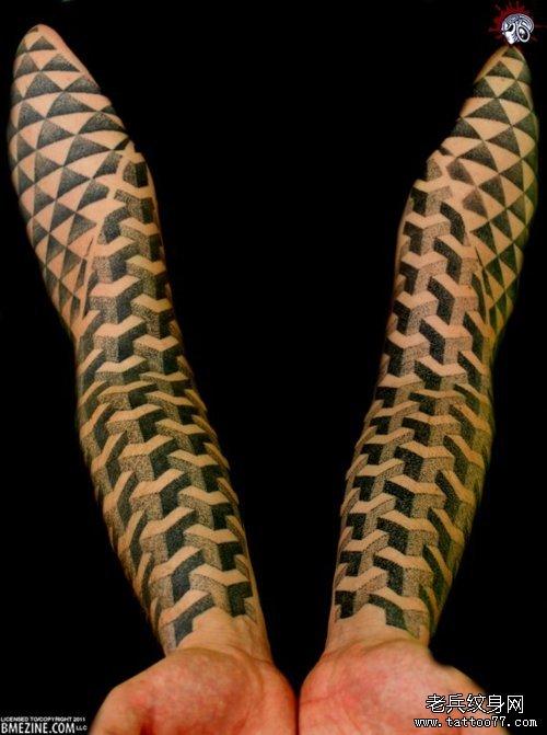纹身采用了疯狂的几何图案图片