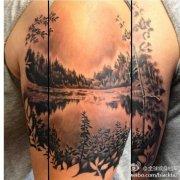 手臂内侧一款潮流好看的蜂鸟纹身图案图片