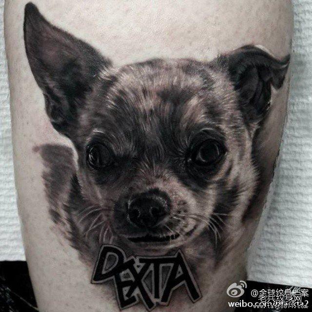 一款可爱的小狗纹身图案