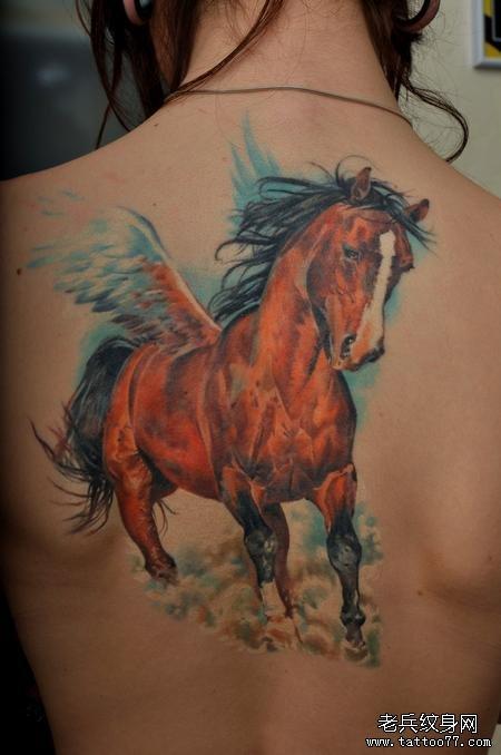 后背上一款飞马纹身图案