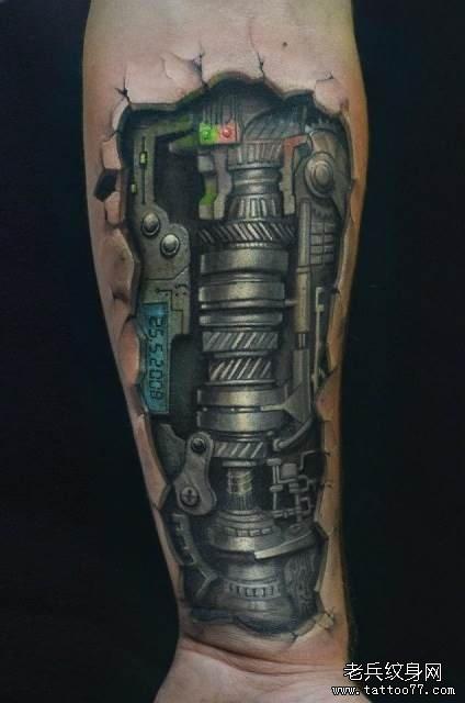 小臂上一款机械纹身作品图片