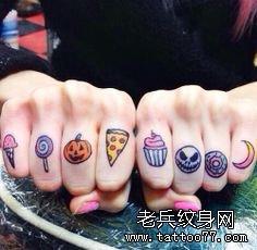一组漂亮的彩色卡通手指纹身图案作品图片欣赏