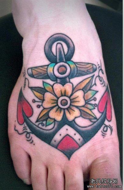 脚背上一款欧美的船锚纹身图案