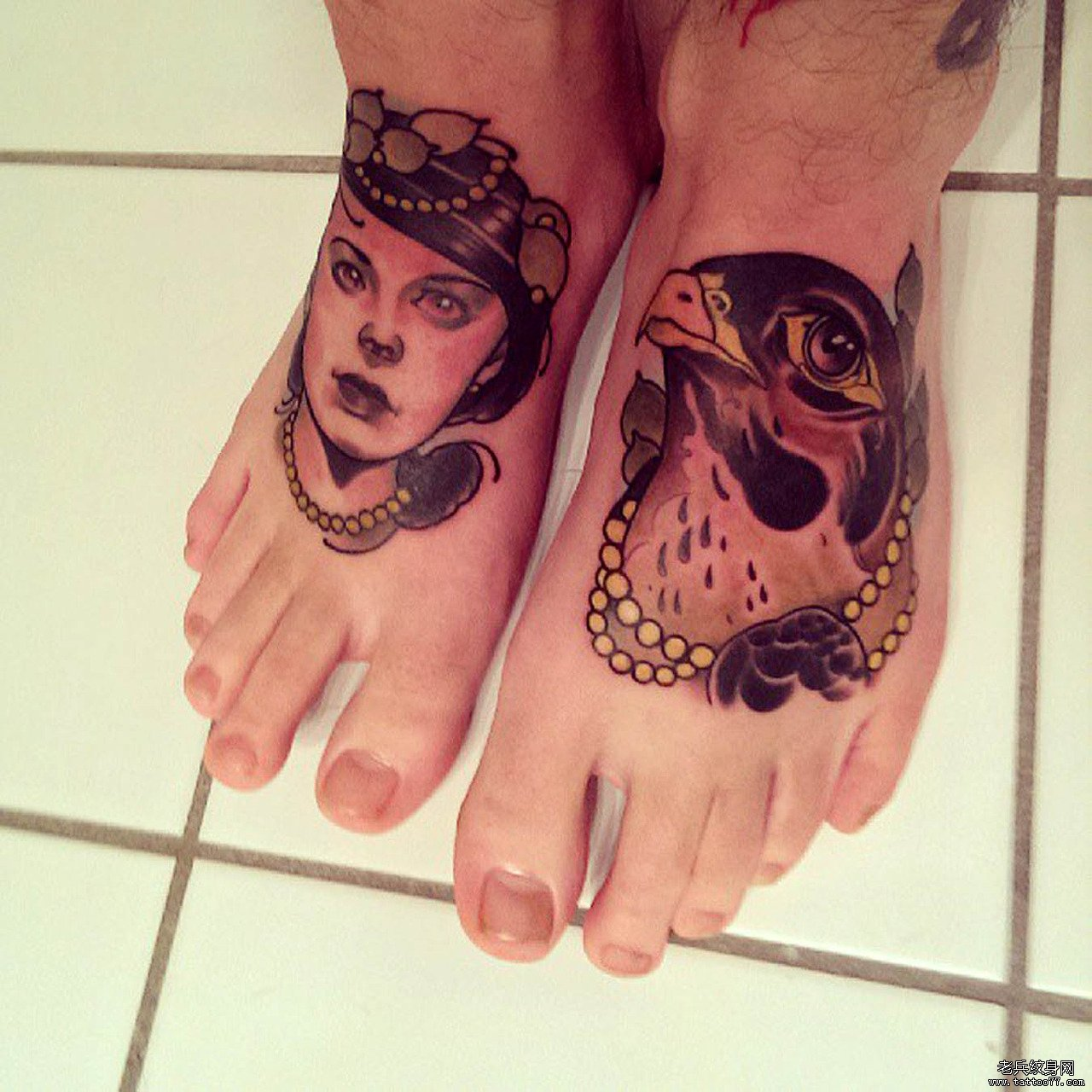 欣赏一款漂亮的脚背纹身图案