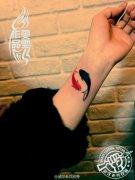 手腕小鱼纹身作品遮盖疤痕