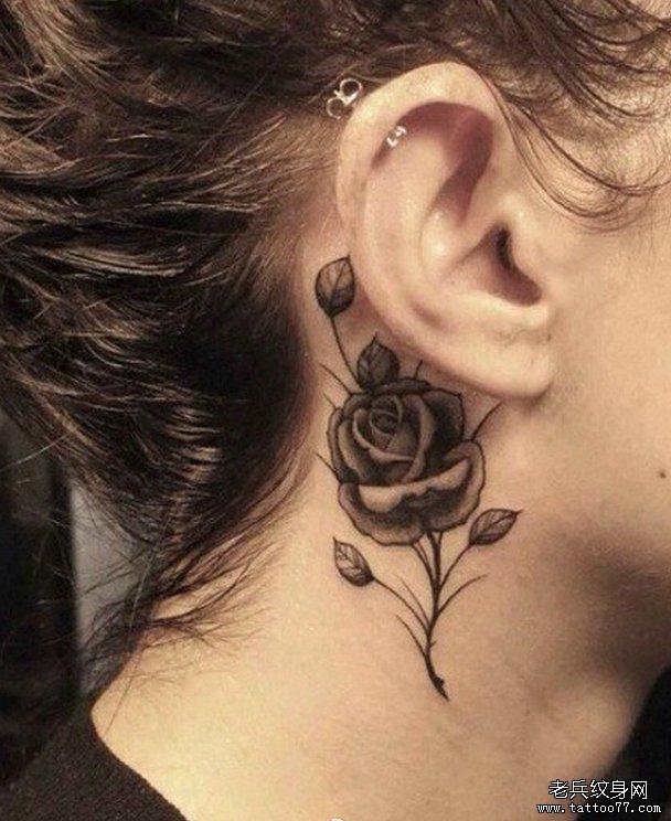 一款耳后玫瑰花纹身图案由武汉纹身店推荐