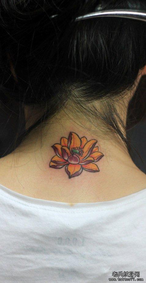 武汉最时尚的纹身店推荐一款颈部莲花纹身图案