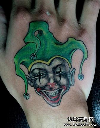 一款手背彩色小丑纹身图案由武汉纹身店推荐