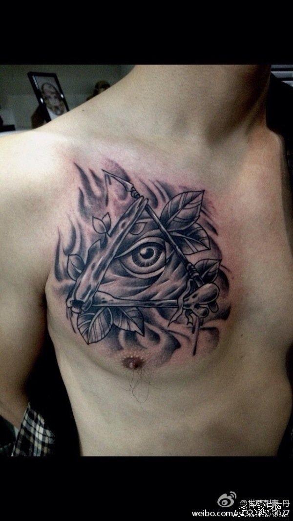 武汉纹身店推荐一款胸部上帝之眼纹身图案图片