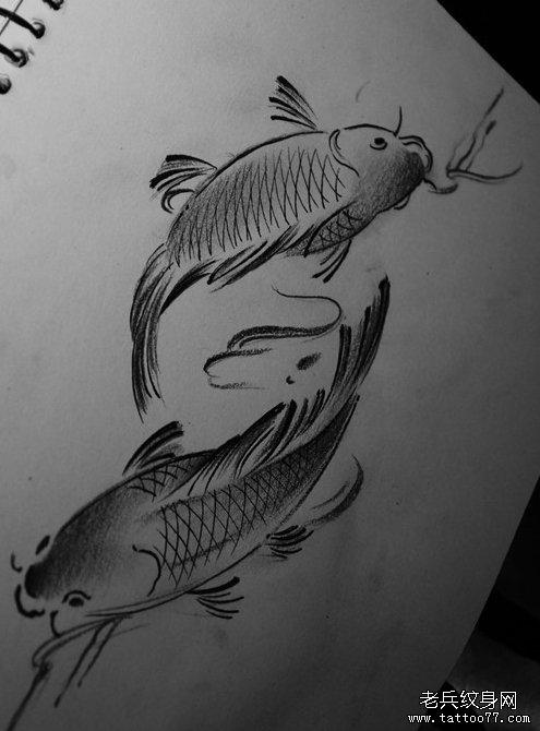 武汉最好的刺青店推荐一款水墨双鱼纹身图案图片