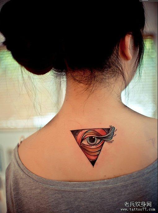 一款女性脖子彩色上帝之眼纹身图案由武汉最好的纹身店推荐