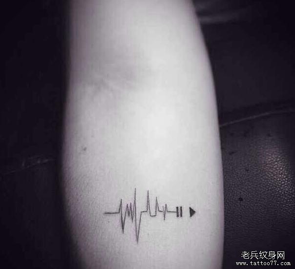 一款手臂小清新心电图纹身图案由武汉最好纹身店推荐