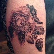 武汉纹身店推荐一款手臂玫瑰花纹身图案