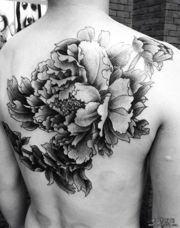 背部牡丹花纹身图案由武汉纹身店推荐