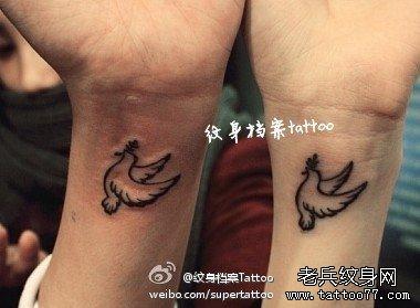 小清新情侣鸡纹身图案