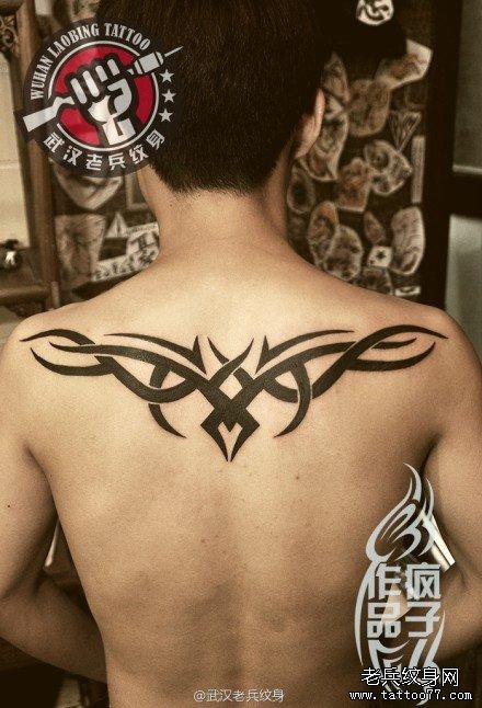 背部图腾小鹿纹身图片