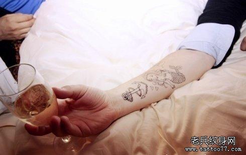 小清新手部美人鱼般锚纹身图案