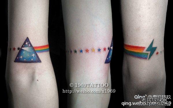 小清新手部闪电星星纹身图案