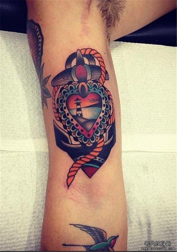 手臂彩色欧美船锚纹身图案由武汉纹身馆推荐