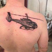 背部飞机纹身图案由武汉纹身店推荐