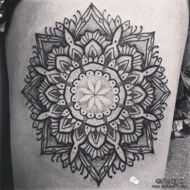追求和谐与完美曼陀罗纹身图案由武汉纹身提供图片