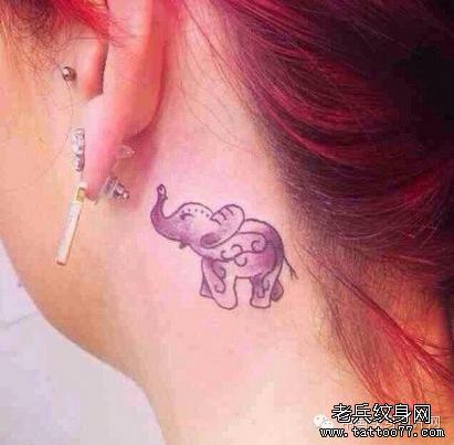 耳后纹身图片女小清新_美女耳后一款小清新音符纹身图案_老兵武汉纹
