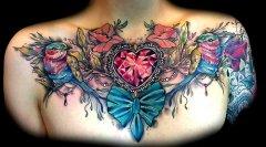 男人胸部经典半胛锂鱼纹身图案