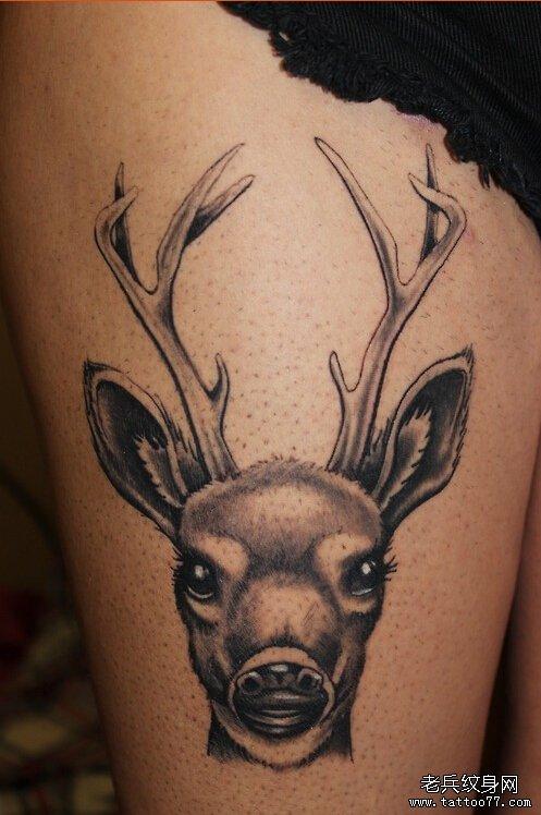 武汉最好的纹身店提供一款女性腿部黑灰鹿纹身图案