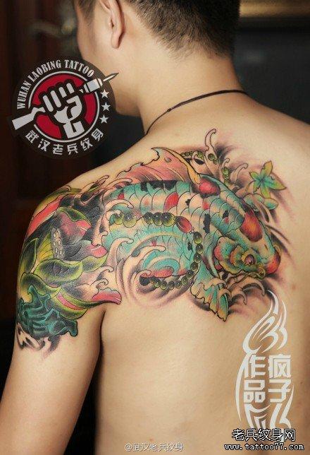 披肩鲤鱼莲花纹身作品遮盖旧图腾纹身图案