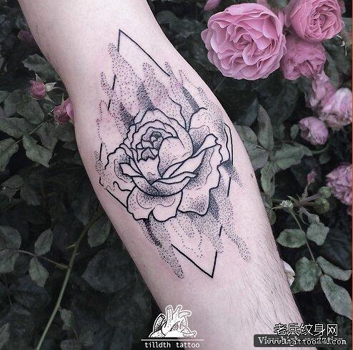 武汉最好的纹身店推荐一款手臂玫瑰纹身图案