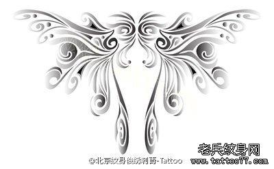 武汉最好的纹身店推荐一款黑灰素描翅膀纹身手稿图案