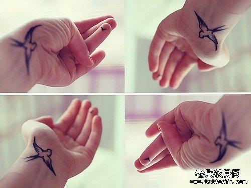 武汉最好的纹身店推荐一款小清新手腕燕子纹身图片