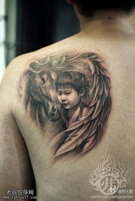 武汉最好纹身店推荐一款背部马纹身图案