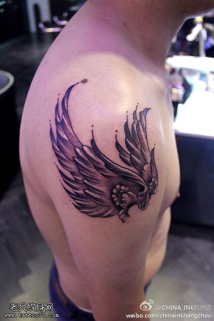 手臂翅膀纹身纹身图案由武汉纹身馆提供