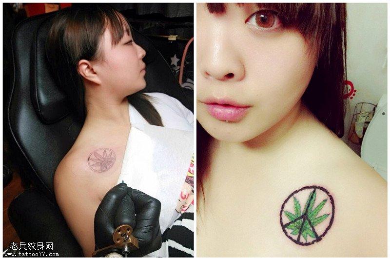 个性十足的纹身妹子